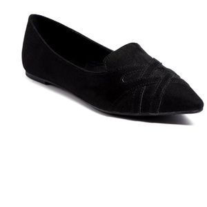Black Hedy point toe Loafers